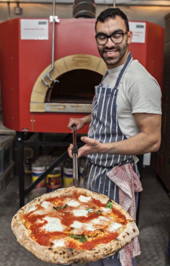555x870_restarant-pizzaman.jpg